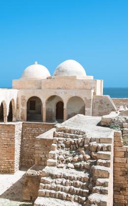 Djerba, « la ville blanche », et sa synagogue