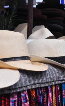 Visite d'une fabrique de panamas (chapeaux)