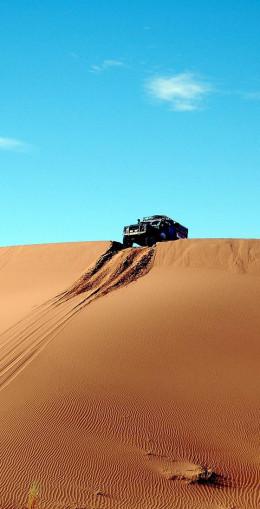 4x4 dans le désert de Merzouga, ville réputée pour ses dunes, les plus hautes du Maroc